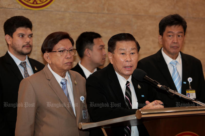 Seri Ruam Thai Party leader Pol Gen Sereepisuth Temeeyaves during a press conference at parliament on Jan 31. (Photo: Chanat Katanyu)