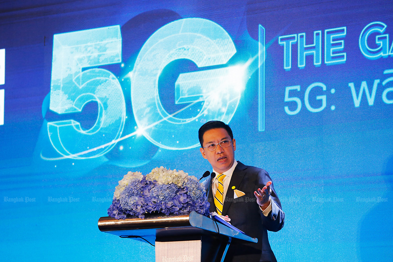 Digital Economy and Society Minister Buddhipongse Punnakanta opens the Bangkok Post's '5G: The Game Changer' conference at the Centara Grand at CentralWorld.(Photo by Pattarapong Chatpattarasill)