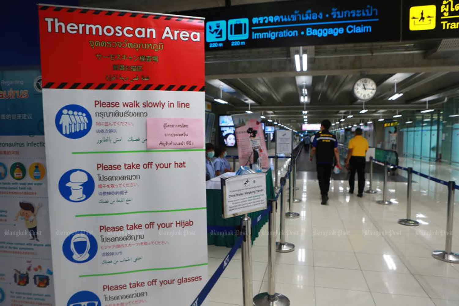 The arrival zone of Suvarnabhumi airport. Authorities says foreign diplomats must wait for a negative Covid-19 test result before leaving the airport, and stricter measures are in the pipeline. (Photo: Somchai Poomlard)