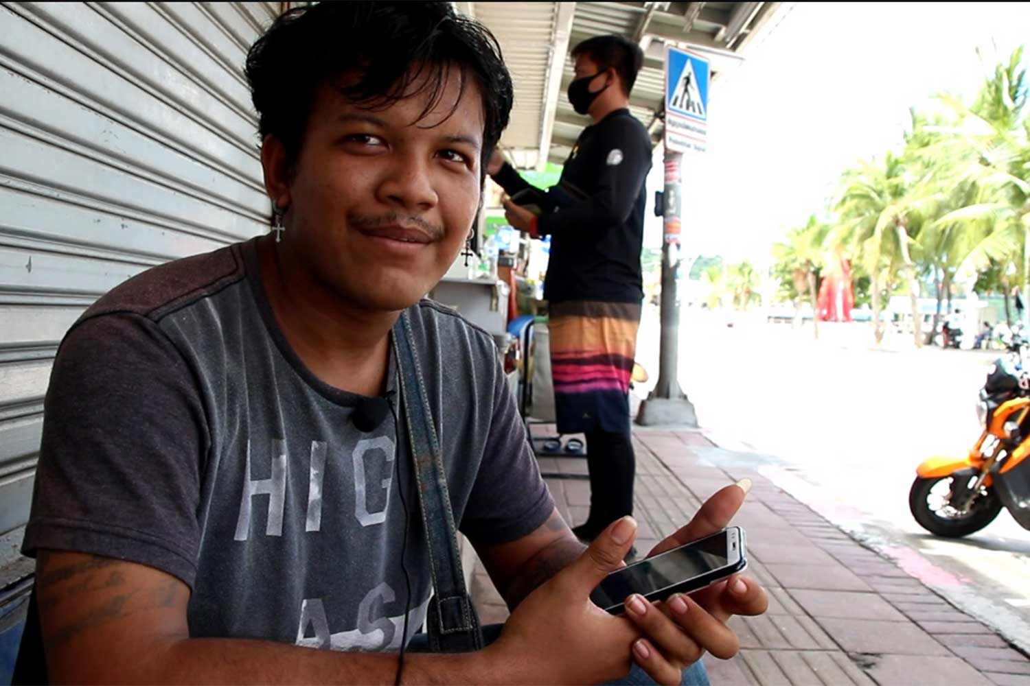Sarawut Wongthee lost his job at a Pattaya pub and was down to his last five baht when news of his plight began to spread, turning his life around. (Photo by Chaiyot Pupattanapong)
