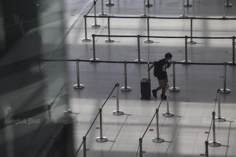A passenger is seen at Suvarnabhumi airport on June 9, 2020. Most people in a Suan Dusit Poll still want to ban foreigners from entering the country. (Arnun Chonmahatrakool)