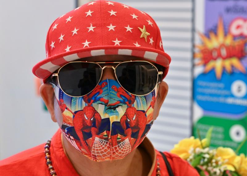 A man wearing a colourful face mask waits for a lift at a shopping mall in Bangkok on July 14, 2020. (AFP photo)