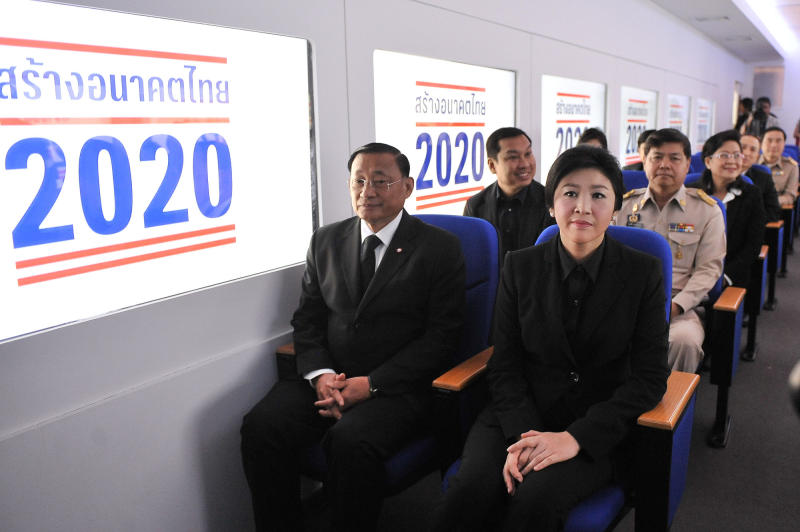 Prime Minister Yingluck Shinawatra sits with other officials in a mock high-speed train carriage when she attended the Building the Future of Thailand 2020 exhibition at Khon Kaen University on Oct 26, 2013. (Government House photo)