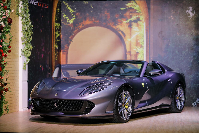 Drop Top Ferrari 812 Gts And Ferrari F8 Spider Debut Simultaneously In Un Giardino Di Estate