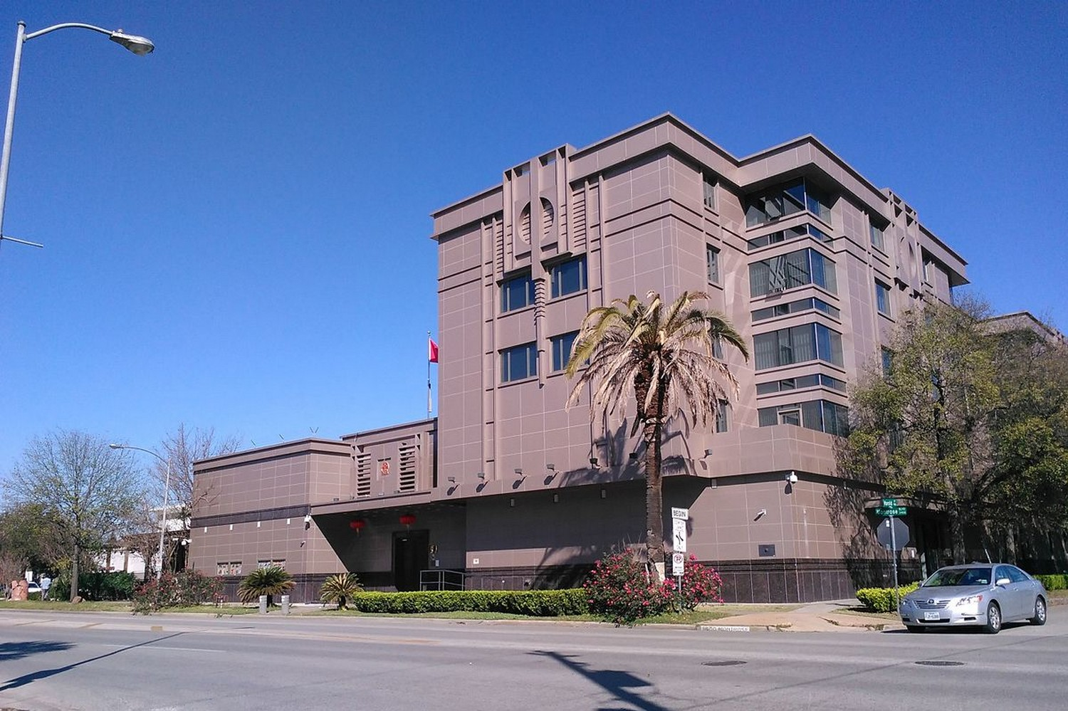 The Chinese consulate building in Houston. (Photo: Wiki commons)