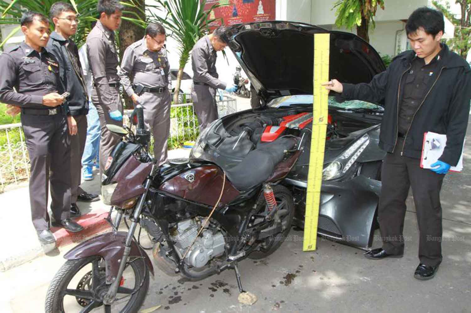 Forensic police fit the motorcycle belonging to Pol Snr Sgt Maj Wichian Klanprasert of Thong Lor police station to the damage caused to the Ferrari driven by Vorayuth Yoovidhya, the youngest son of Red Bull executive Chalerm Yoovidhya, following the accident in September 2012. (Photo: Somchai Poomlard)