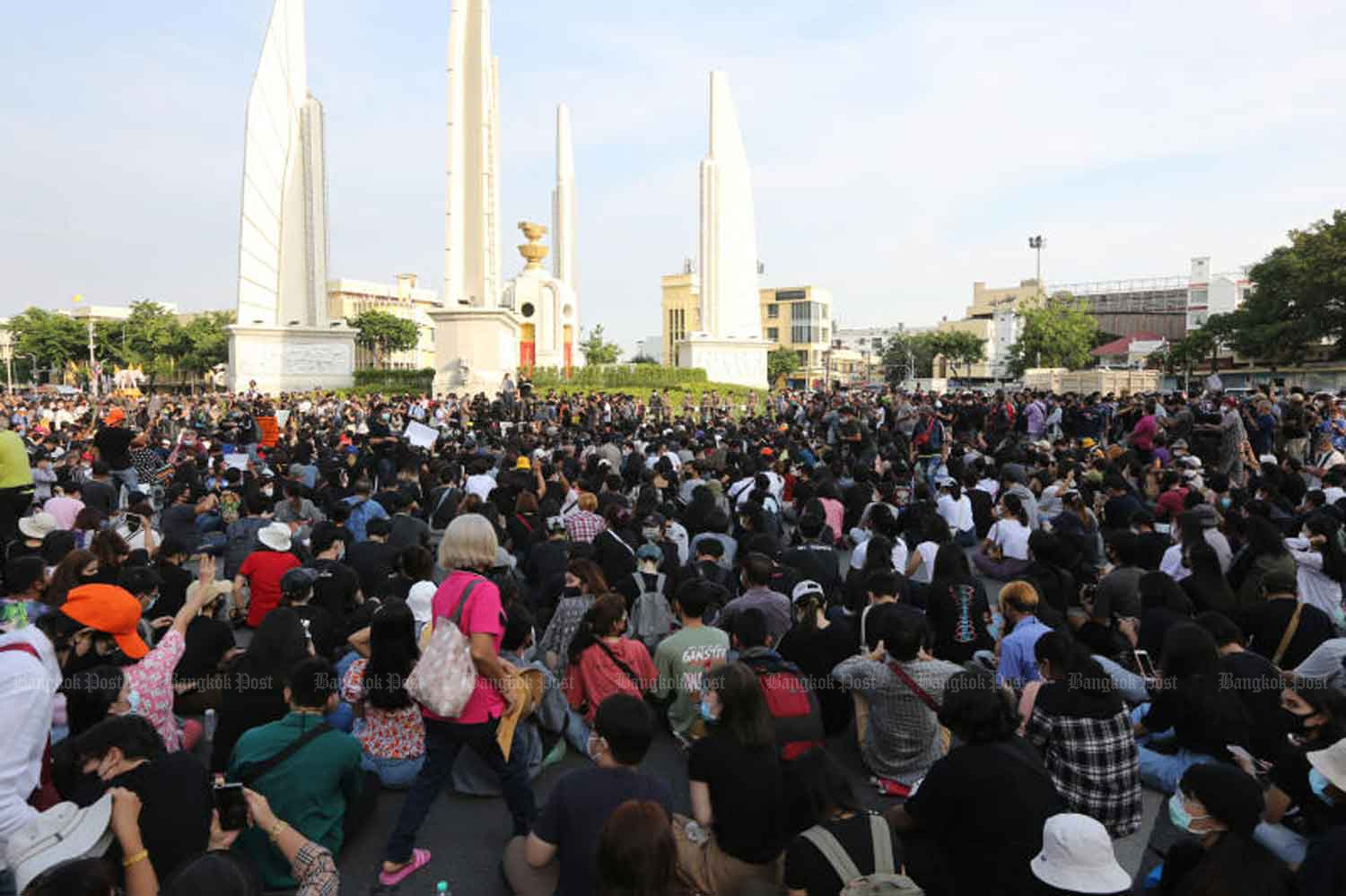 Anti-government protesters gather at the Democracy Monument in Bangkok on July 18. (Photo: Wichan Charoenkiatpakul)