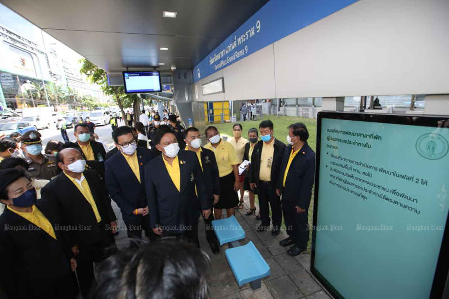 Bangkok governor Aswin Kwanmuang, centre, and his delegation take a look at the first of the planned 350 new
