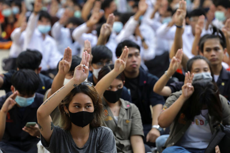 Pro-democracy protesters flash three-fingers salutes at a university during a protest demanding the resignation of Prime Minister Prayut Chan-o-cha in Bangkok, July 30, 2020. (Reuters photo)