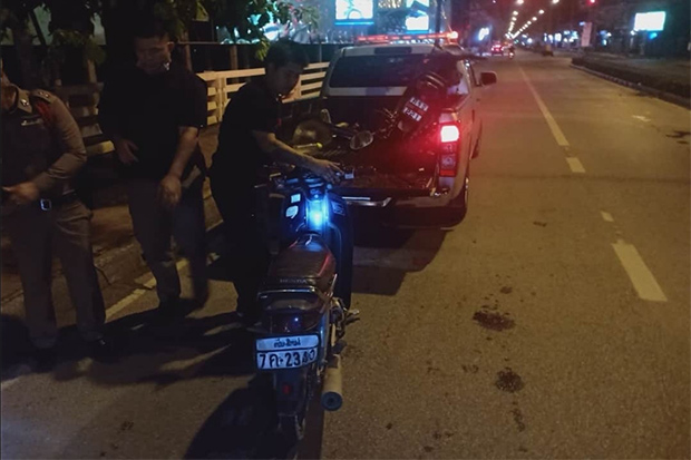 Police take the motorcycle of Jaruchart Maadthong to Phuping Rajanivej police station after an accident on Thursday. Jaruchart, a key witness in the case involving Red Bull scion Vorayuth Yoovidhya, was killed in the crash. (Photo by Panumet Tanraksa)