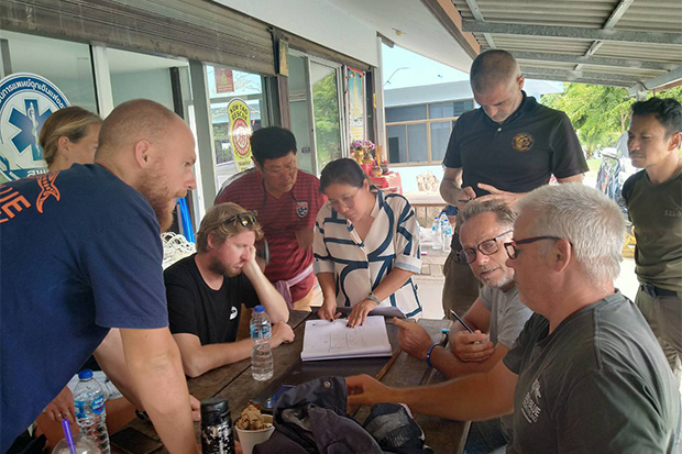 Foreign volunteer divers map out a plan to search for the four people still missing from the capsized Raja 4 ferry. (Photo: Supapong Chaolan)