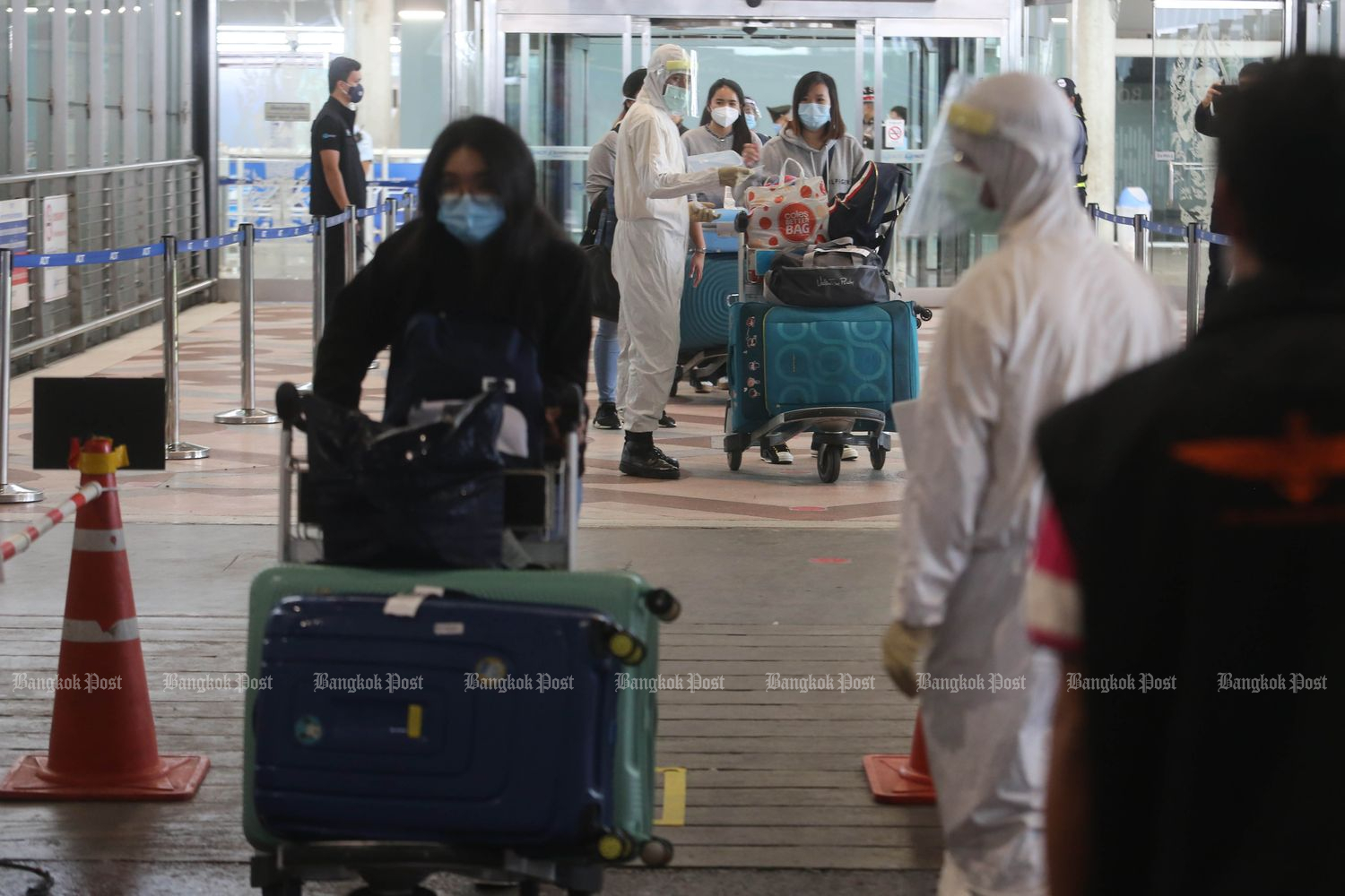 Entry ban lifted on select foreigners