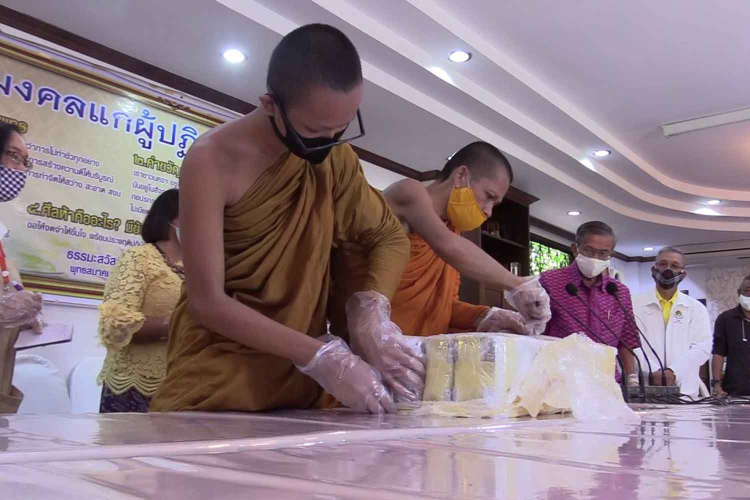 Monks examine some of the stolen books returned to the Arts and Cultural Centre of Nakhon Si Thammarat Rajabhat University. (Photo: Nujaree Raekrun)