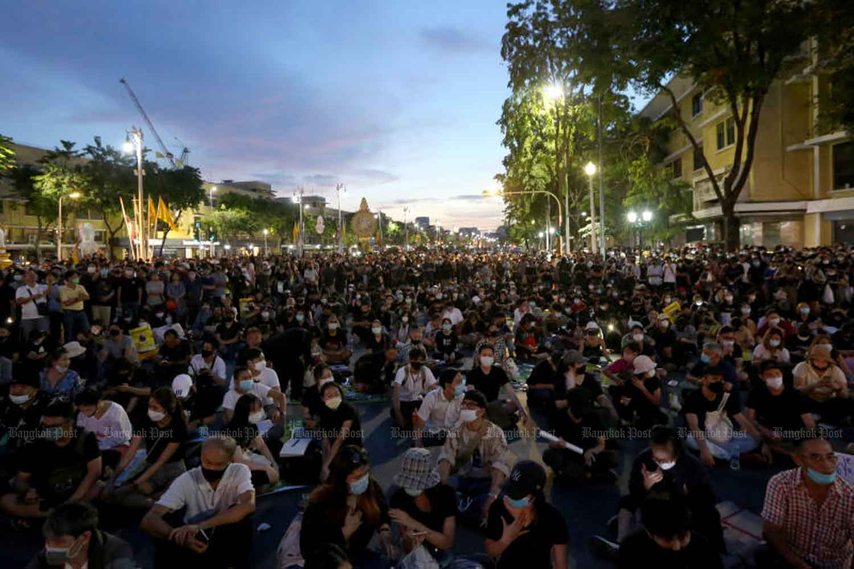 Anti-government demonstrators rally near the Democracy Monument in Bangkok mid last month. (Photo: Wichan Charoenkiatpakul)