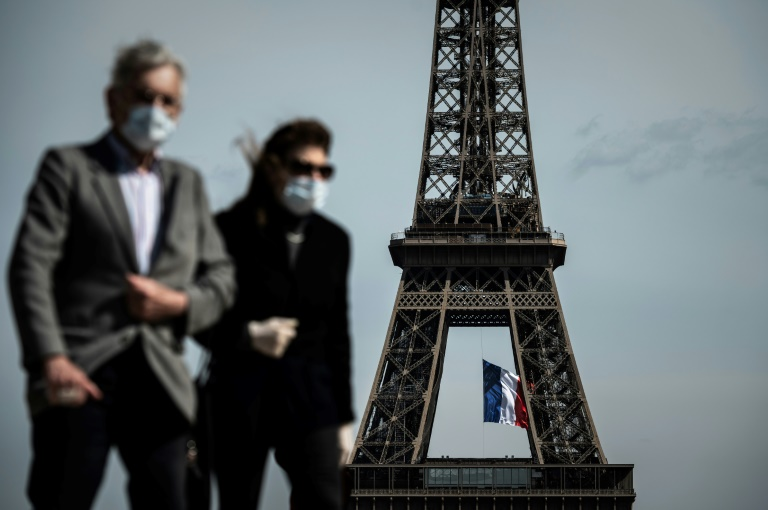 People in Paris aged 11 and over are now required to wear the masks in crowded areas and tourists hotspots. (AFP photo)