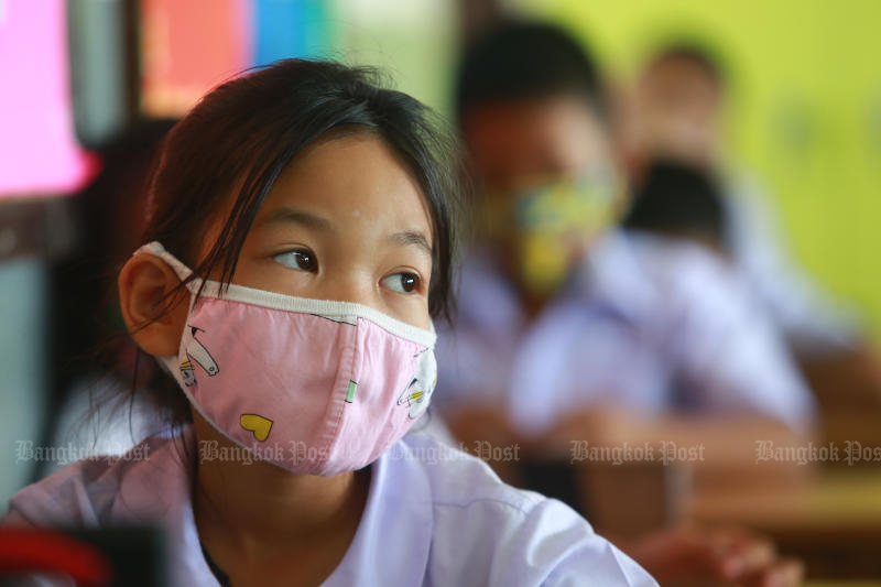 A student attends a class as Intarumphun Anusorn School in Muang district of Samut Prakan and other schools around the country resume normal working hours on Thursday. (Photo by Somchai Poomlard)