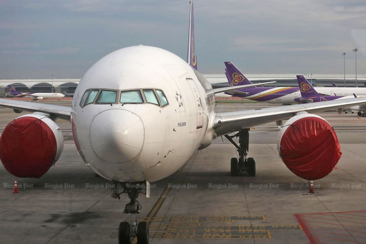 This file photo taken last month shows Thai Airways airplanes parked on the tarmac at Suvarnabhumi airport. The Central Bankruptcy Court held its first hearing on the airline's rehabilitation plan on Monday.(Photo by Wichan Charoenkiatpakul)
