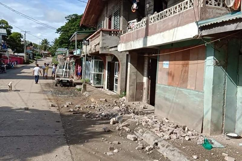 Strong quake jolts central Philippines, some damage seen