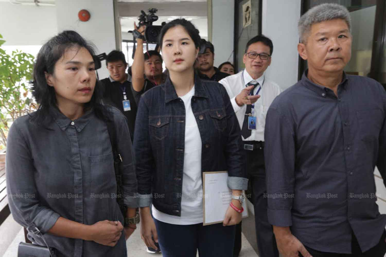 The family of military cadet Pakapong Tanyakan at the Medical Council of Thailand in Nonthaburi province in August 2018, when they filed a complaint about the autopsy report on their son. (File photo: Wichan Charoenkiatpakul)
