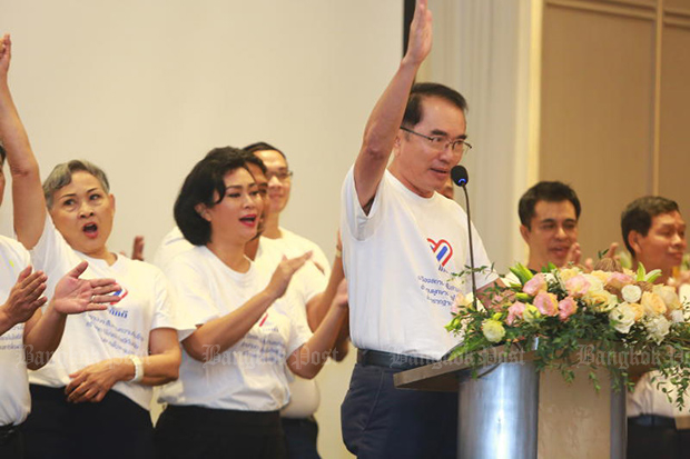 Former Democrat Party member Warong Dechgitvigrom announced the formation of the Thai Pakdee group