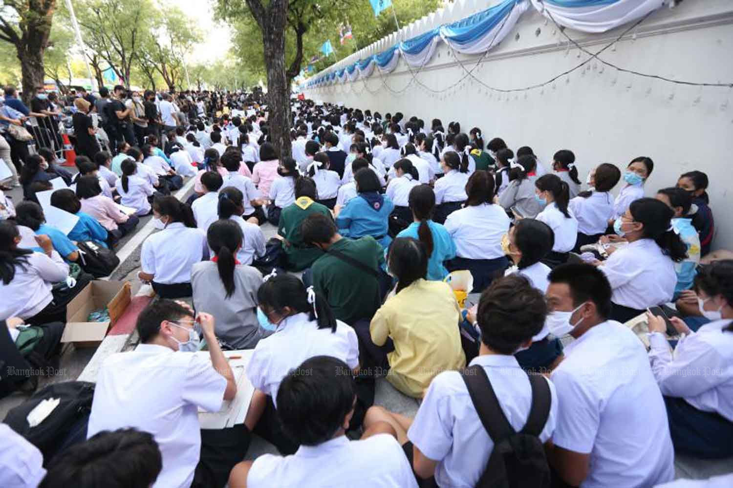 Students rally in front of the Education Ministry in Bangkok on Wednesday evening. (Photo by Pattarapong Chatpattarasill)