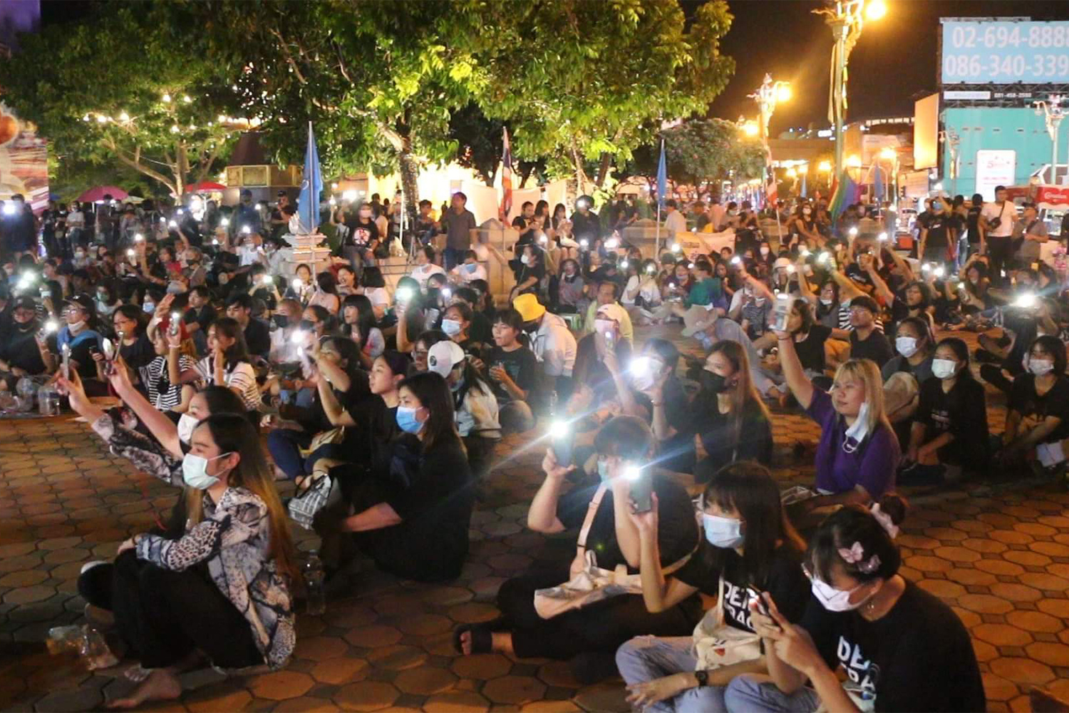 Students hold a rally against the goverment in Muang district of Khon Kaen on Saturday night. (Photo by Chakrapan Natanri)
