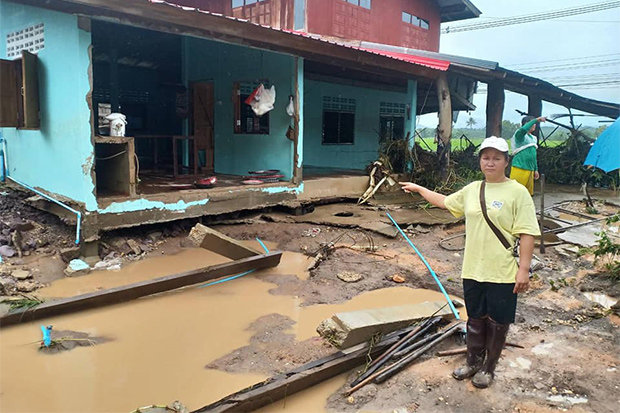 Khammalin Khampaengla on Sunday points to her wrecked house after flooding in Wieng Sa district of Nan. (Photo by Rarinthorn Petchareon)