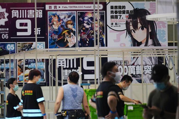 A worker takes down a booth after the Hong Kong Book Fair was cancelled last month. (South China Morning Post photo)