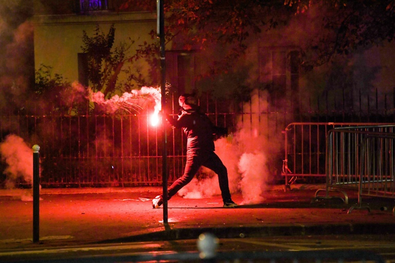 83 Arrests Cars Ablaze As Angry Psg Fans Clash With Police