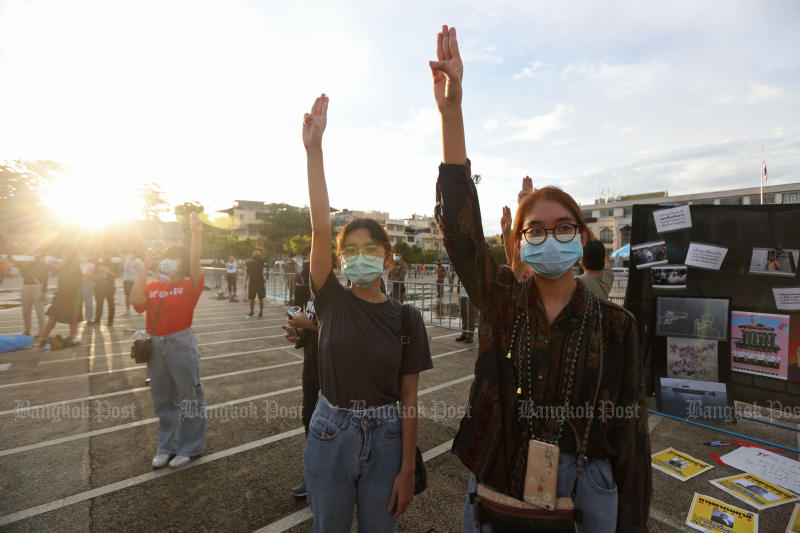 Students gather in front of Bangkok City Hall for speeches and an art performance on Sunday. (Bangkok Post photo)
