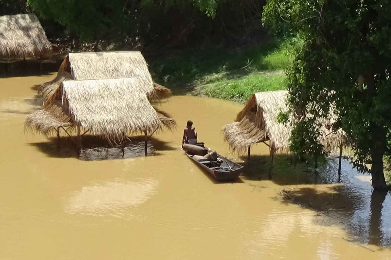 Flooding remains in Phitsanulok province on Sunday. (Photo: Chinnawat Singha)
