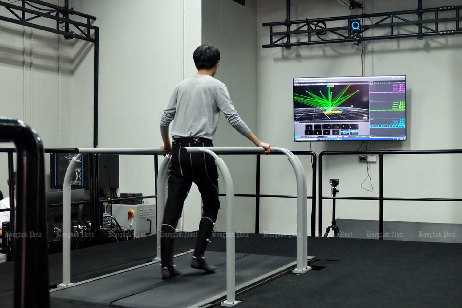 A student walks on a rehabilitation treadmill during a school presentation at the School of Information Science and Technology at Vistec in Rayong on Aug 24. (Photo and video by Thana Boonlert)