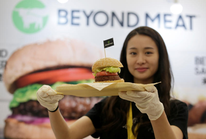 A staff member displays a burger with a Beyond Meat plant-based patty at VeggieWorld fair in Beijing, China Nov 8, 2019. (Reuters file photo)