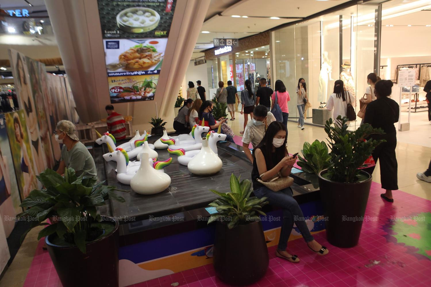 People wear face masks while shopping at CentralPlaza Lardprao. Mr Thanavath says consumer sentiment will likely improve without a second wave of infections.(Photo by Arnun Chonmahatrakool)