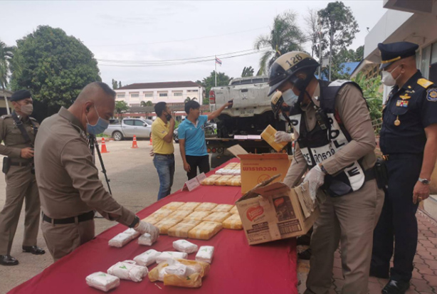 Police lay out methamphetamine pills for a press briefing on Monday. The pills were seized from Thammarat Phothisan in Phun Phin district of Surat Thani on Friday. (Photo:  Supapong Chaolan)