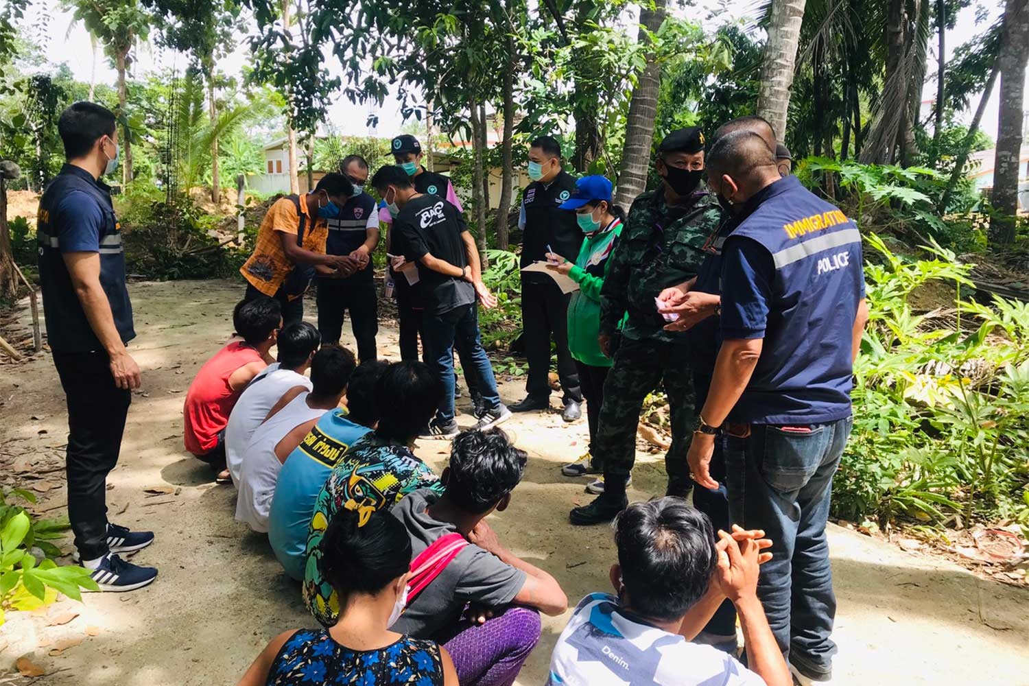 Ten Myanmar illegal migrants found abandoned at a border community in Mae Sot district, Tak, on Tuesday. (Photo: Assawin Pinitwong)