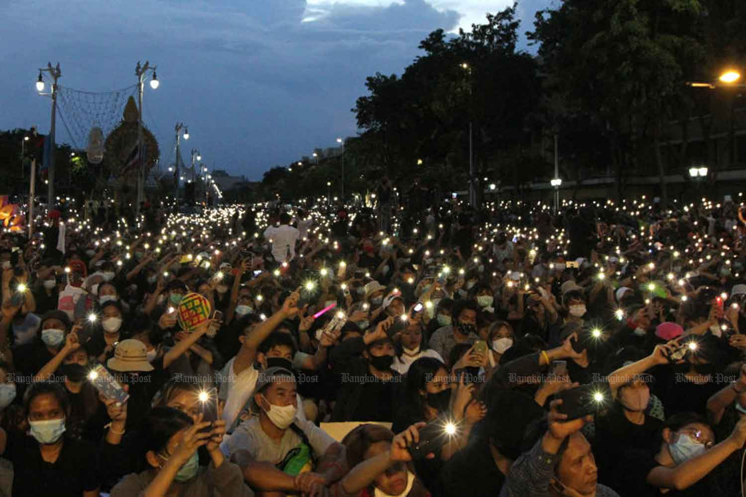 Anti-government demonstrators led by the Free People group gather at the Democracy Monument on Ratchadamnoen Avenue in Bangkok on Aug 16. The group has demanded the government dissolve parliament, draw up a new constitution and end threats to its critics. WICHAN CHAROENKIATPAKUL