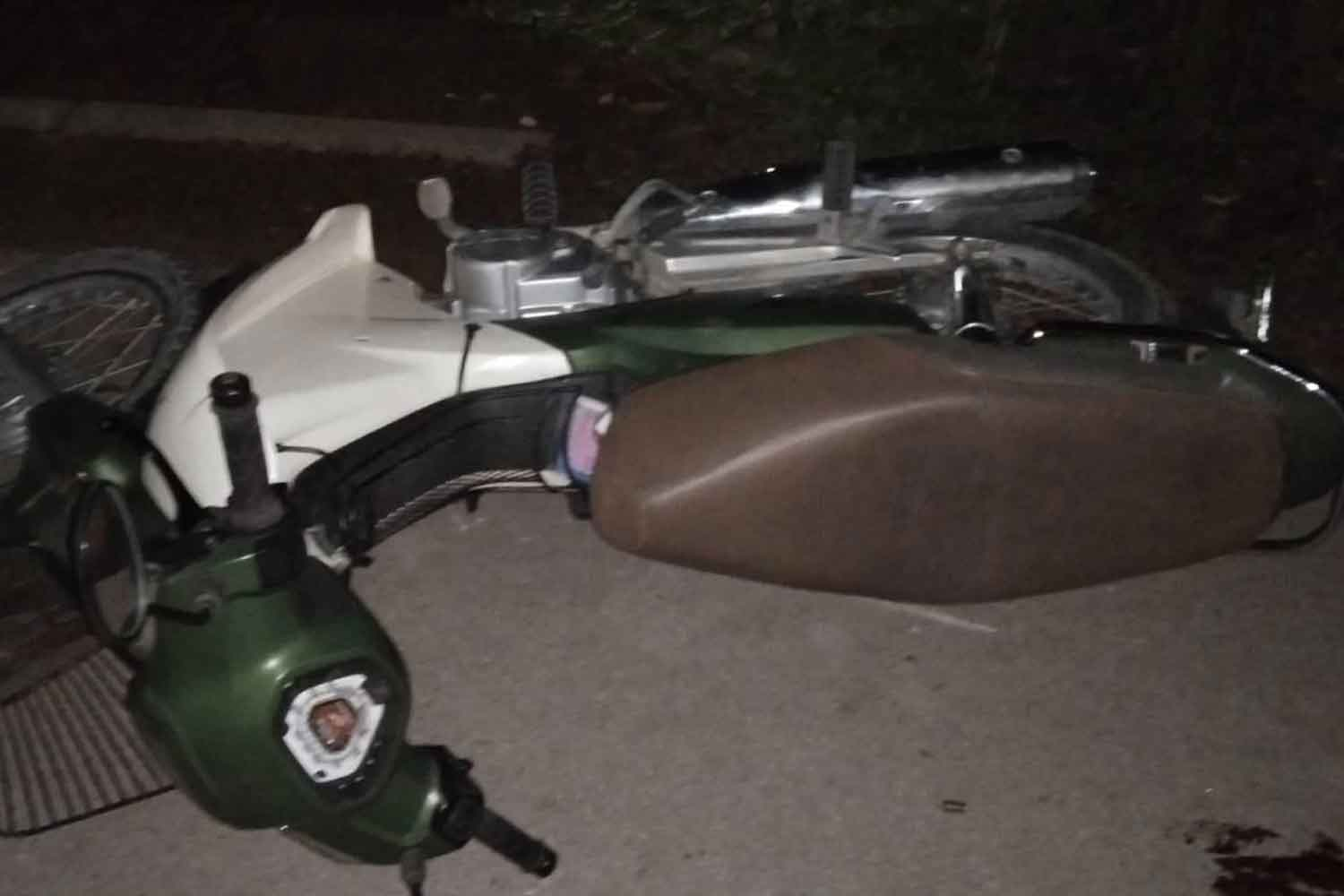 Asae Chema's motorcycle as left lying on the ground after he was shot and wounded from ambush, then rushd to hospital, in Narathiwat's Rueso district on Tuesday night. (Photo: Abdullah Benjakat)