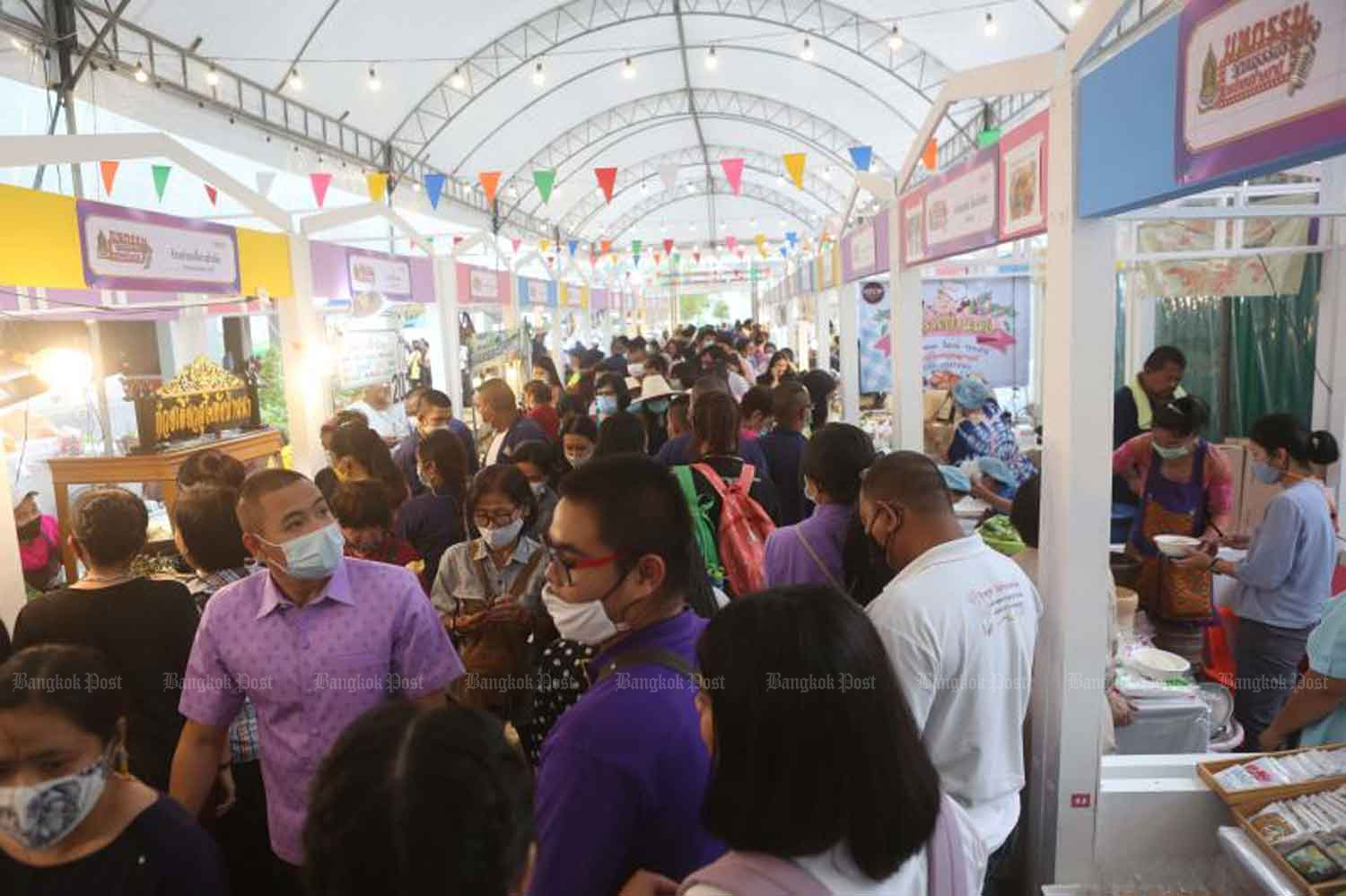 Visitors pack a trade fair at the Thailand Cultural Centre in Bangkok on Tuesday,  when the country logged 10 new Covid-19 cases. (Photo: Pattarapong Chatpattarasill)