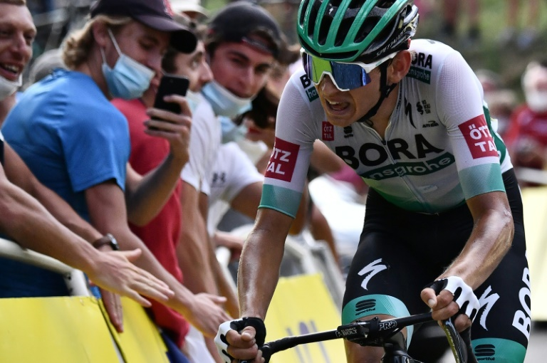 Lennard Kamna solos to stage 16 win