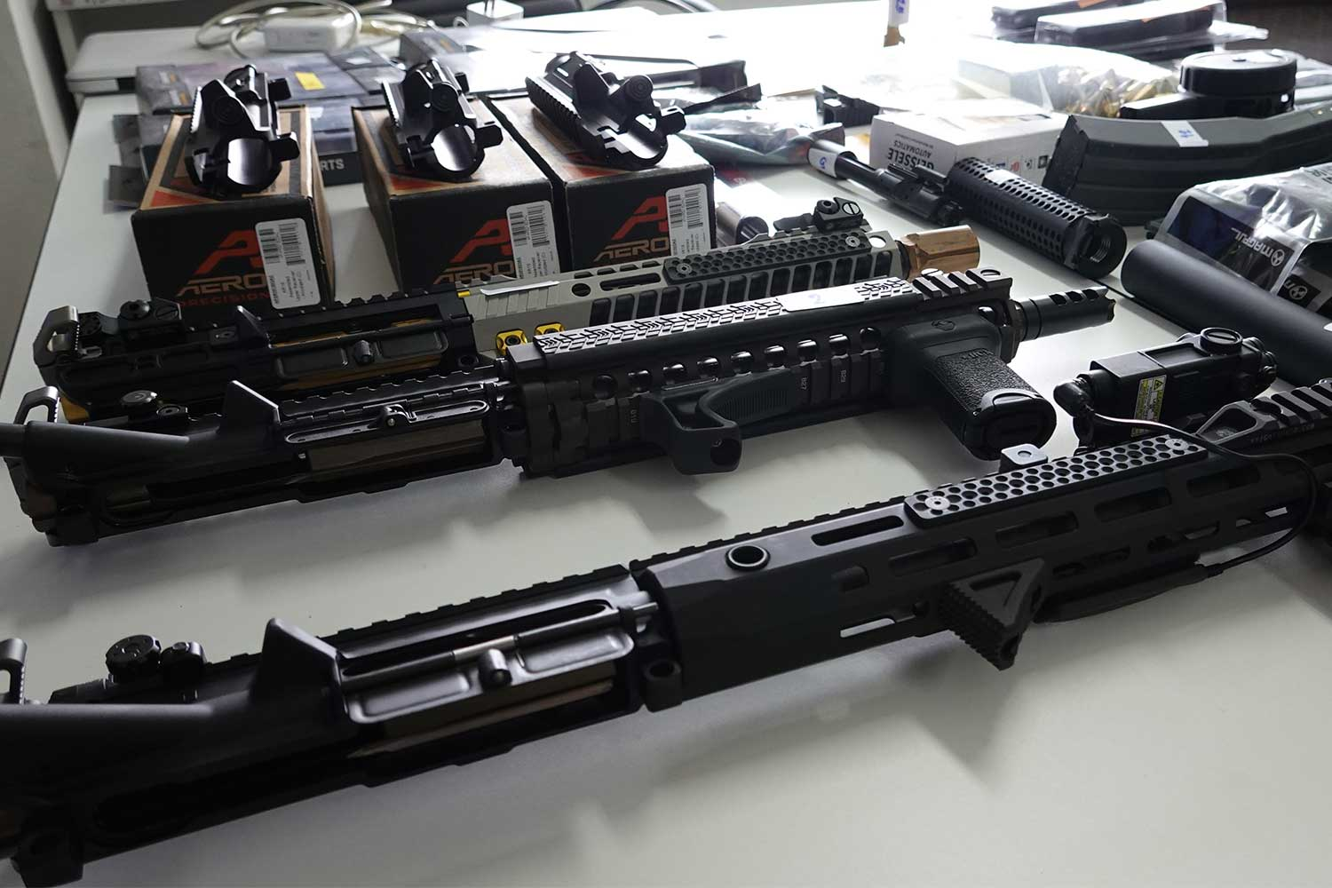 Crime Suppression Division police seize 353 gun parts and ammunition at a house in Nonthaburi and arrest the owner, an interior decorator, for selling firearms online, on Friday. (Photo supplied)