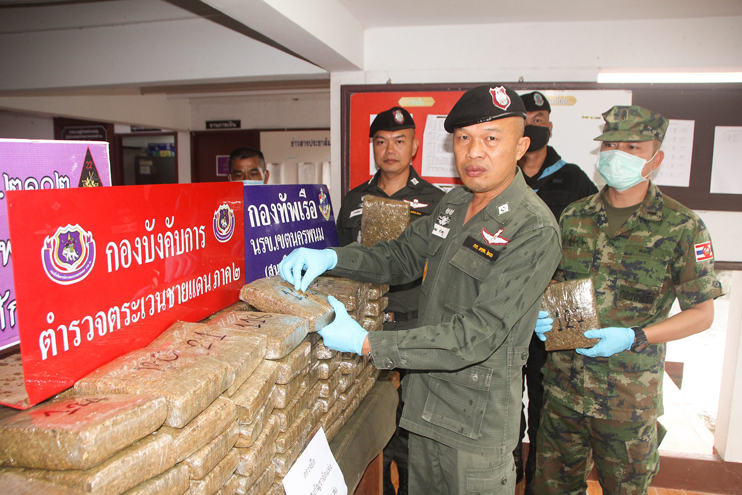 Pol Lt Col Apisit Rodnoy, commander of Border Patrol Police Company 237, on Monday shows 160kg of dried and compressed marijuana seized near the Mekong River in Tha Uthen district of Nakhon Phanom on Sunday night. (Photo by Pattanapong Sripiachai)