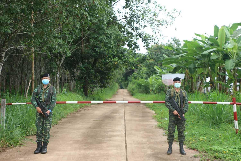 Soldiers stand guard at a border checkpoint in Kanchanaburi's Sangkhlaburi district. (Photo: Piyarat Chongcharoen)