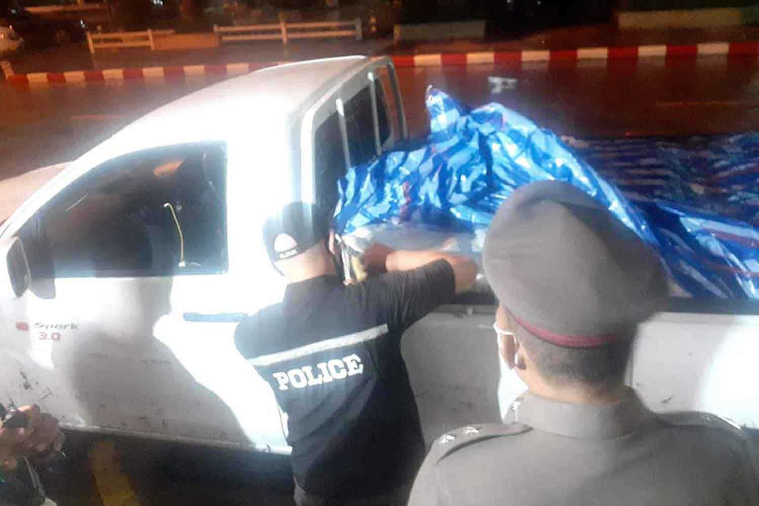 Police examine the cargo in the back of the pickup after a chase in Phra Nakhon Si Ayutthaya district, Ayutthaya province, on Tuesday morning. There were 30 sacks containing 6 million meth pills. (Photo: Sunthorn Pongpao)