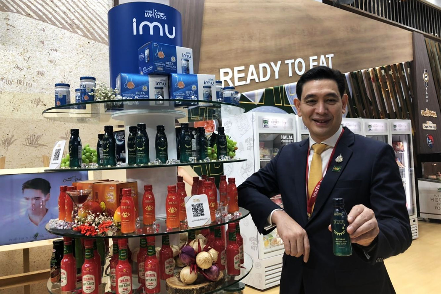Mr Sujarit promotes the new Innoweness functional drink at Thaifex trade fair.
