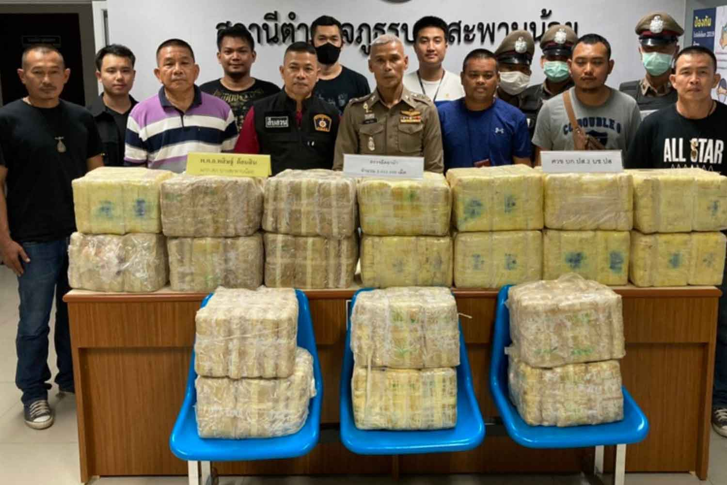 Police put on display packs of methamphetamine pills, about 2 million in total, seized from an abandoned pickup truck at a petrol station in Bang Saphan Noy district, Prachuap Khiri Khan province, on Tuesday night. (Photo by Chaiwat Satyaem)