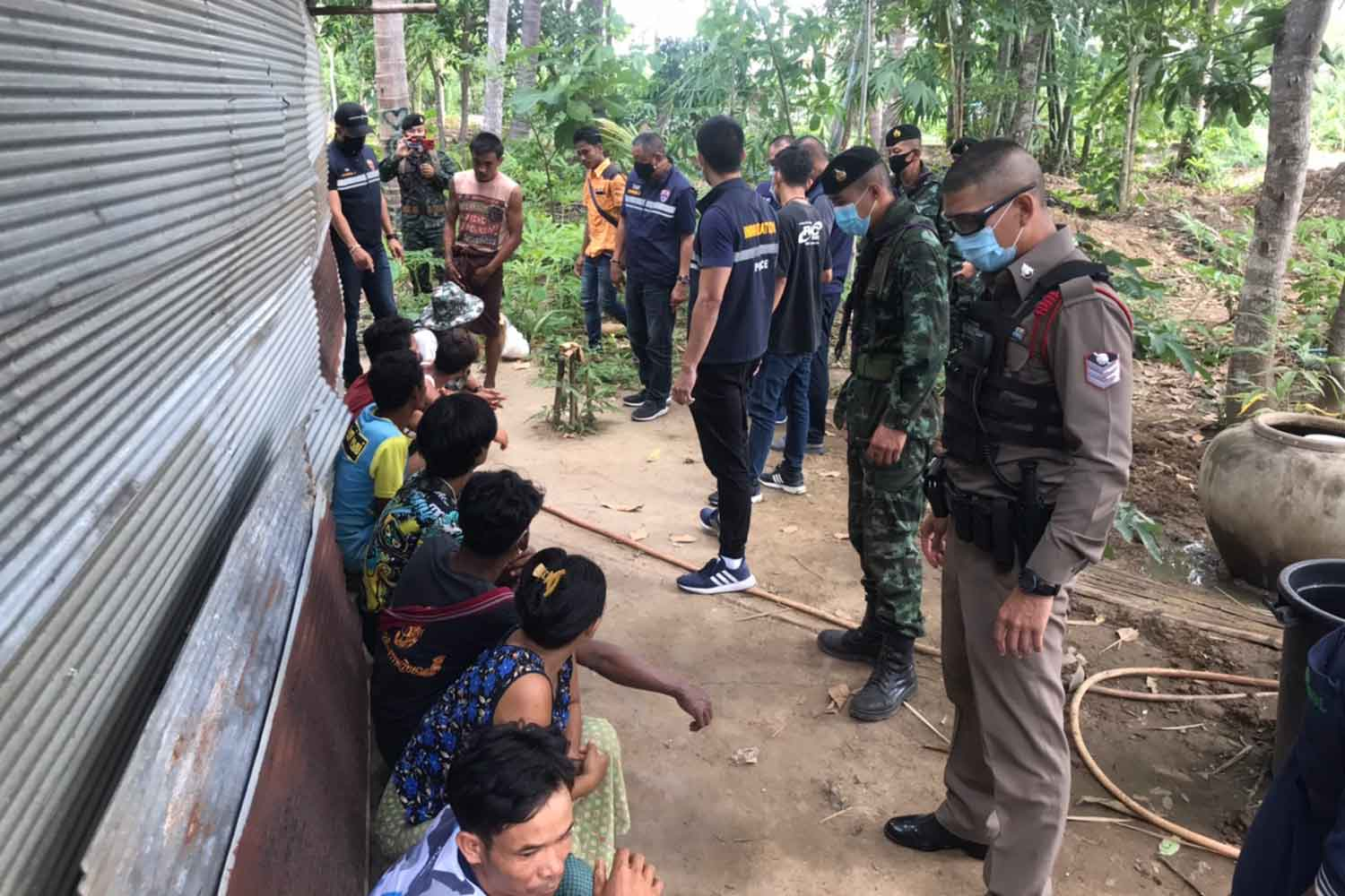 Security officials arrest illegal Myanmar migrants in Mae Sot district of Tak mid this month. (Photo: Assawin Pinitwong)
