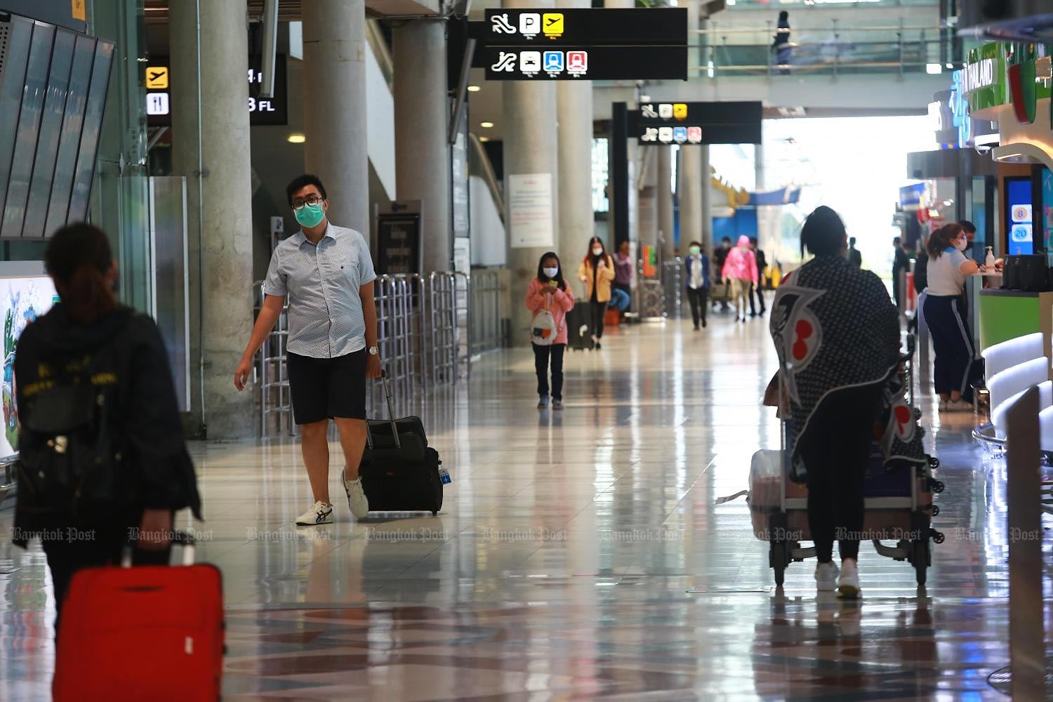 The central bank has revised down its foreign arrivals forecast for next year from the previous 16.2 million to 9 million. (Photo by Somchai Poomlard)