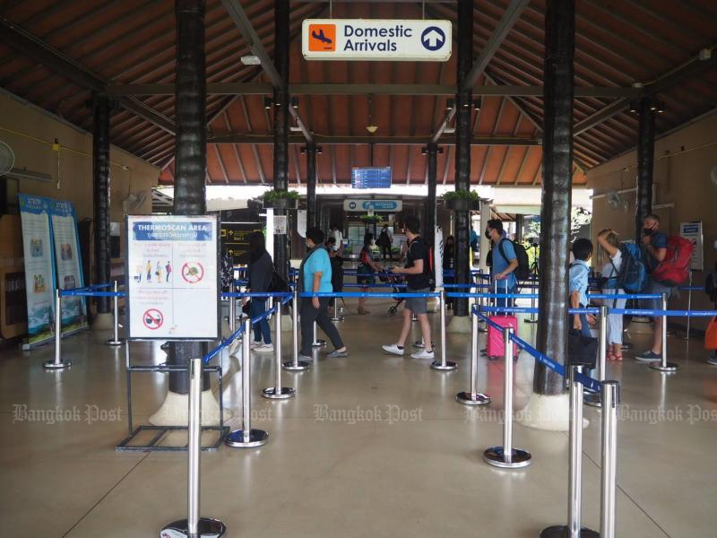 Health screening procedures and thermal scans are mandatory for tourists upon arrival at Samui airport following the outbreak. (Photo by Dusida Worrachaddejchai)