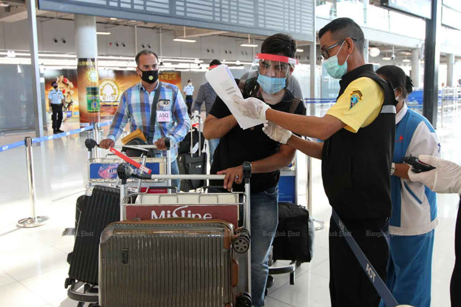 Passengers arrive at Suvarnabhumi Airport from India. The government reported on Tuesday that three Indian nationals were among 14 new imported Covid-19 cases. (Photo: Wichan Charoenkiatpakul)